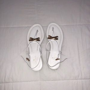 White New York Tracie Bow Thong Sandals Flats